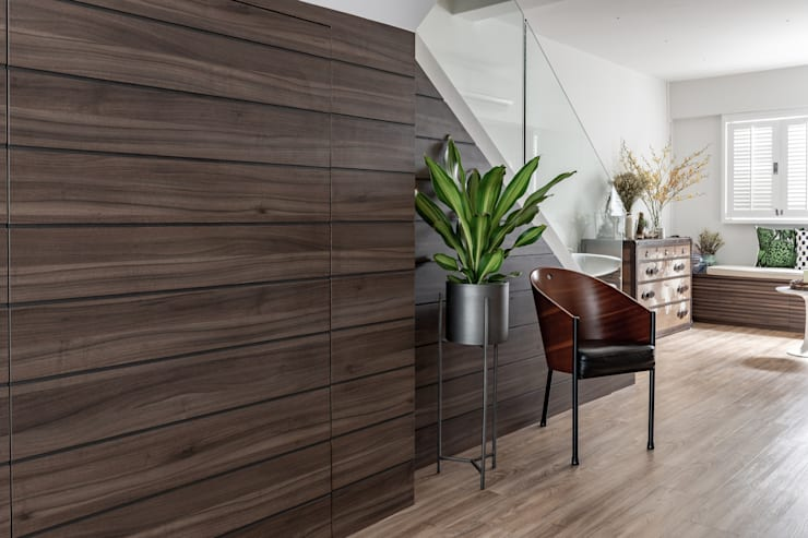 Entrance Hall:  Corridor & hallway by Distinctidentity Pte Ltd, Modern