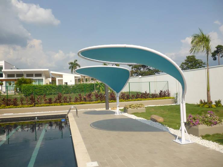 Pétalo Sencillo - Diseño y Calidad exclusiva: Jardín de estilo  por Diseños & Fachadas SAS,
