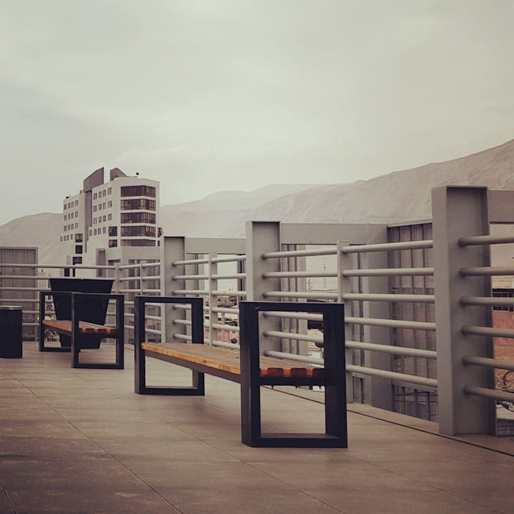 Classic style balcony, porch & terrace by Yañez y Muñoz Arquitectos Classic Aluminium/Zinc