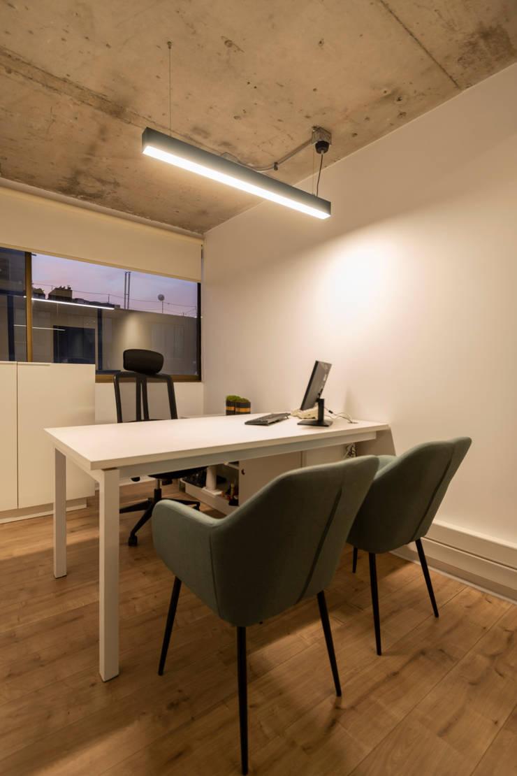 Privado: Oficinas y tiendas de estilo  por SUMATORIA,