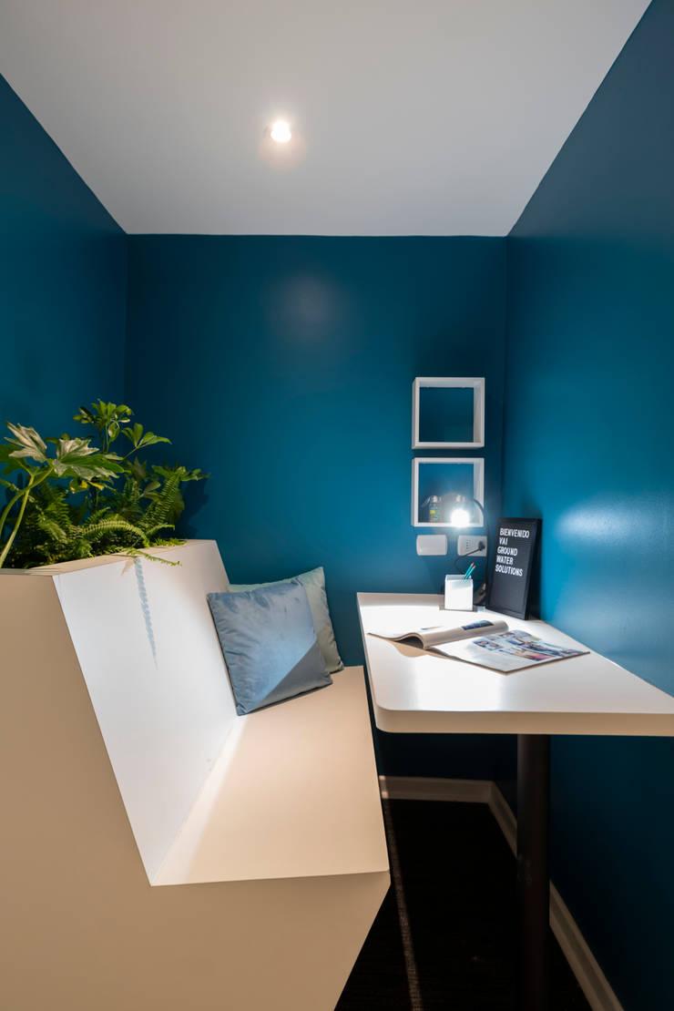 Focus Boot: Oficinas y tiendas de estilo  por SUMATORIA,