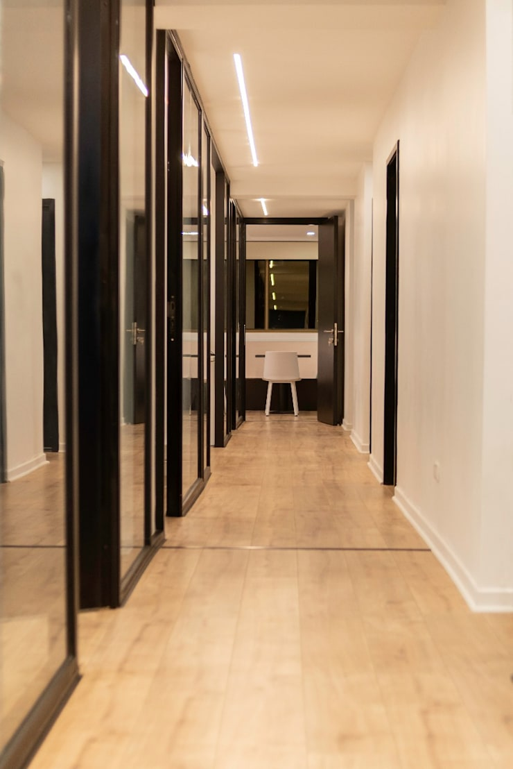 Pasillo: Oficinas y tiendas de estilo  por SUMATORIA,