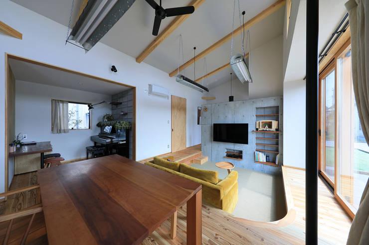 リビング: ㈱ライフ建築設計事務所が手掛けたリビングです。,