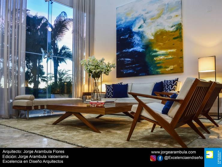 Casa Vista Lagos: Salas de estilo  por Excelencia en Diseño,