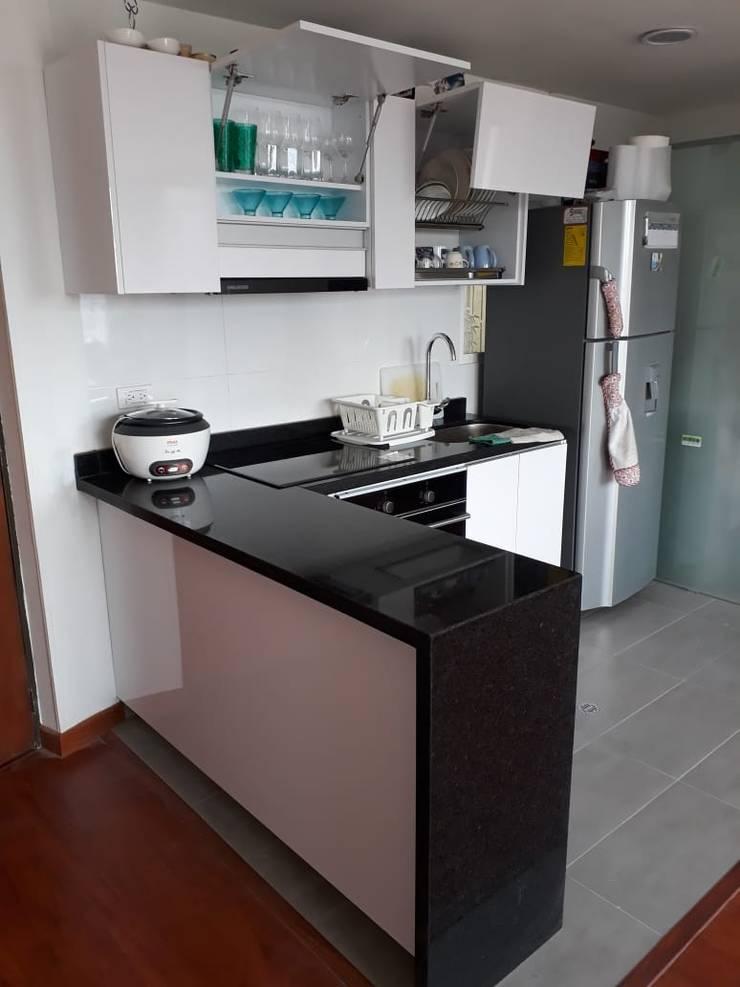 Cocina espacios pequeños: Cocina de estilo  por Madera & Diseño.co,