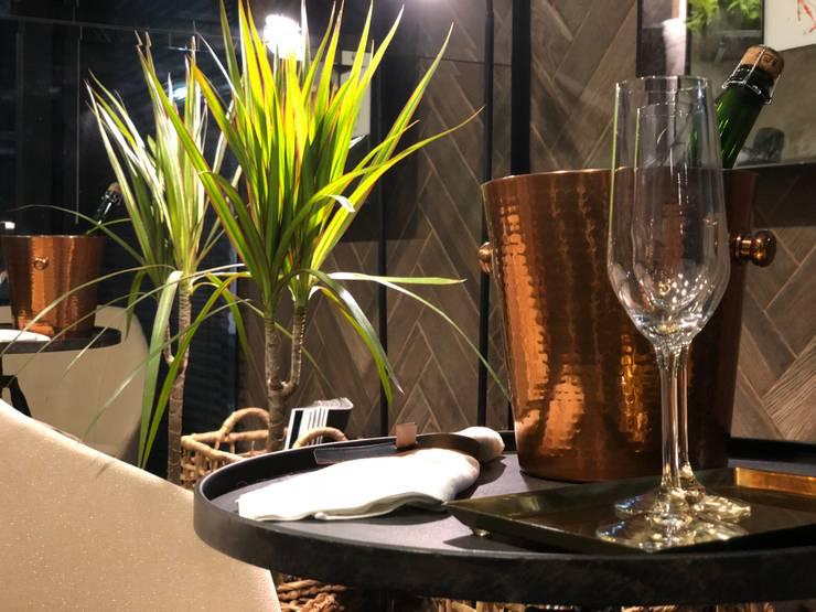 Modern dining room by SUMATORIA Modern