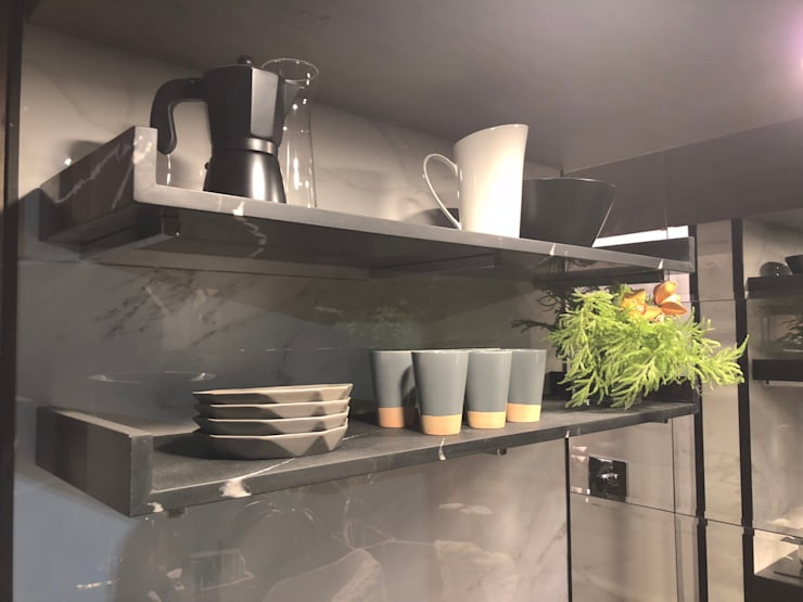 TINY HOUSE: Cocinas pequeñas de estilo  por SUMATORIA,
