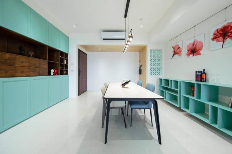 Столовые комнаты в . Автор – 有隅空間規劃所, Эклектичный Фанера