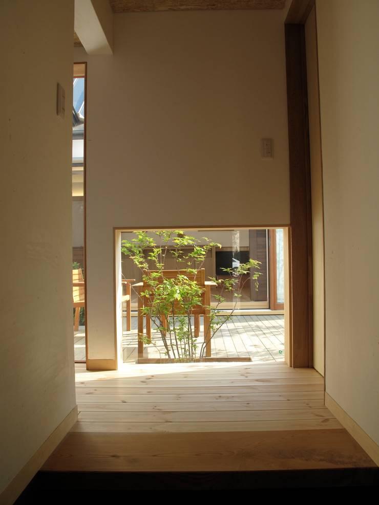玄関ホール: 株式会社高野設計工房が手掛けた廊下 & 玄関です。,