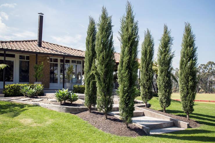 Los Pinos Polo Club: Salones de eventos de estilo  por Gamma,