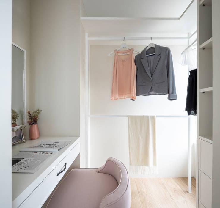 Walk in closet de estilo  por 存果空間設計有限公司, Colonial