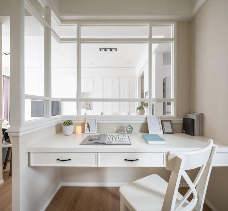 Bureau de style  par 存果空間設計有限公司, Colonial