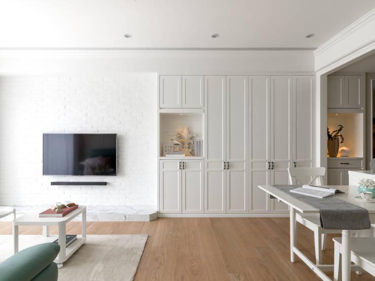 Livings de estilo  por 存果空間設計有限公司, Colonial