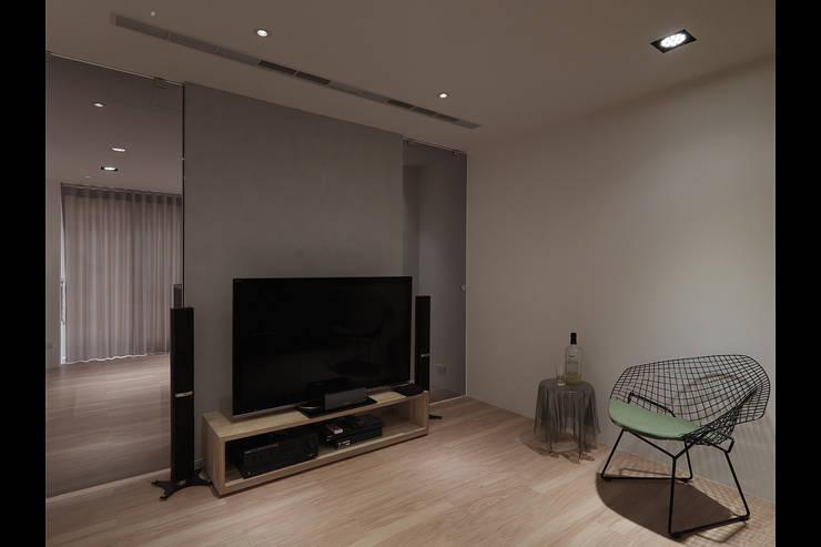 陶然居:  視聽室 by 形構設計 Morpho-Design,