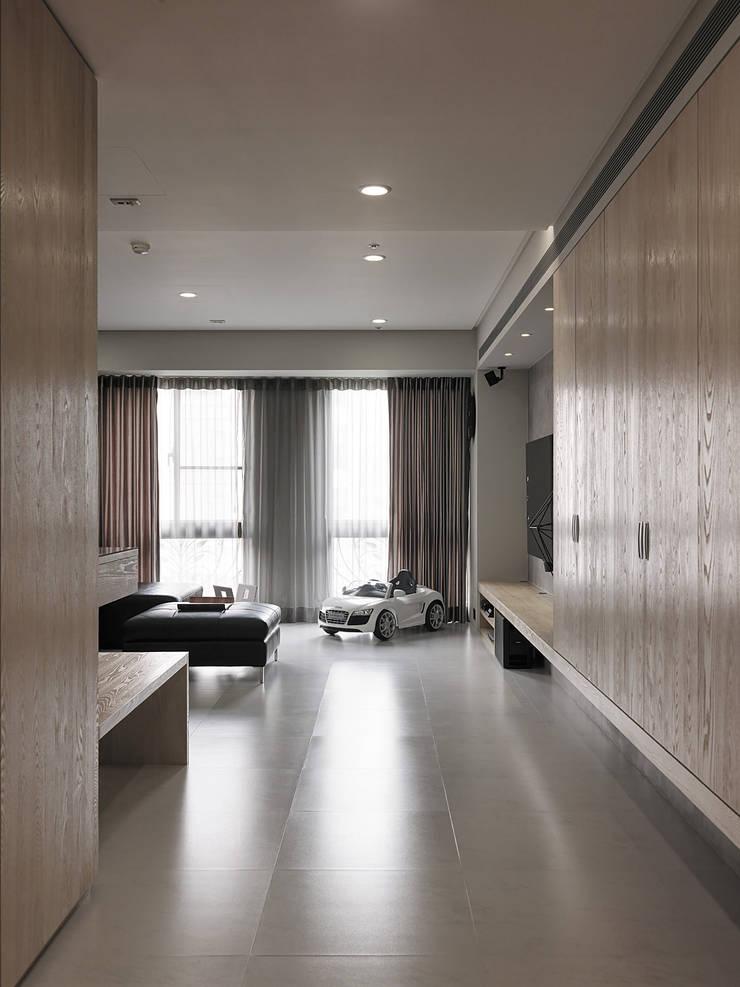 昇陽之道_灰石:  走廊 & 玄關 by 形構設計 Morpho-Design,
