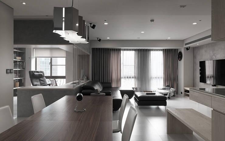 昇陽之道_灰石:  餐廳 by 形構設計 Morpho-Design,
