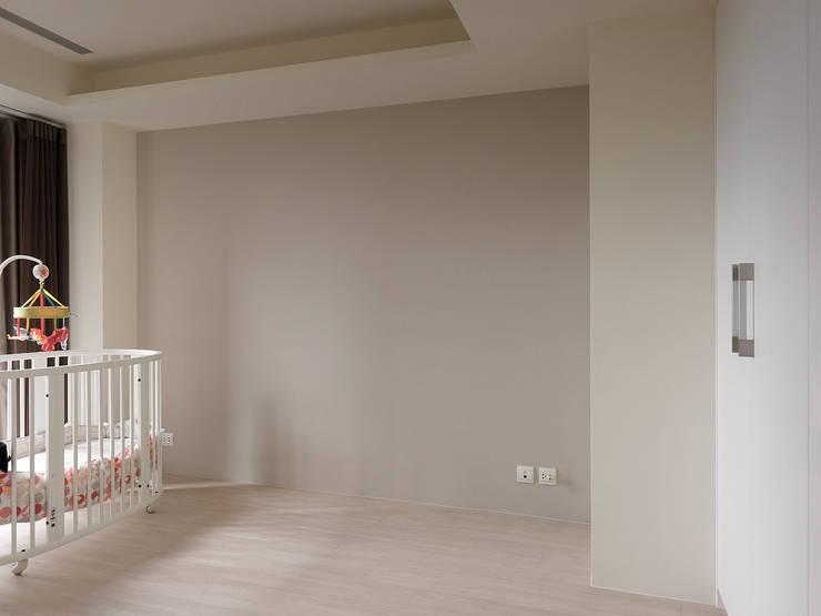 昇陽之道_暖木:  臥室 by 形構設計 Morpho-Design,