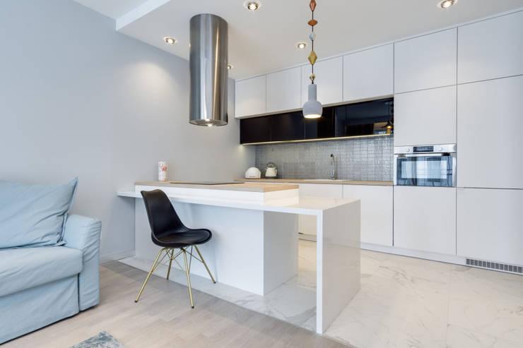 ห้องครัว โดย Lux Interiors - projektowanie i aranżacja wnętrz Gdańsk, Gdynia, Sopot, โมเดิร์น