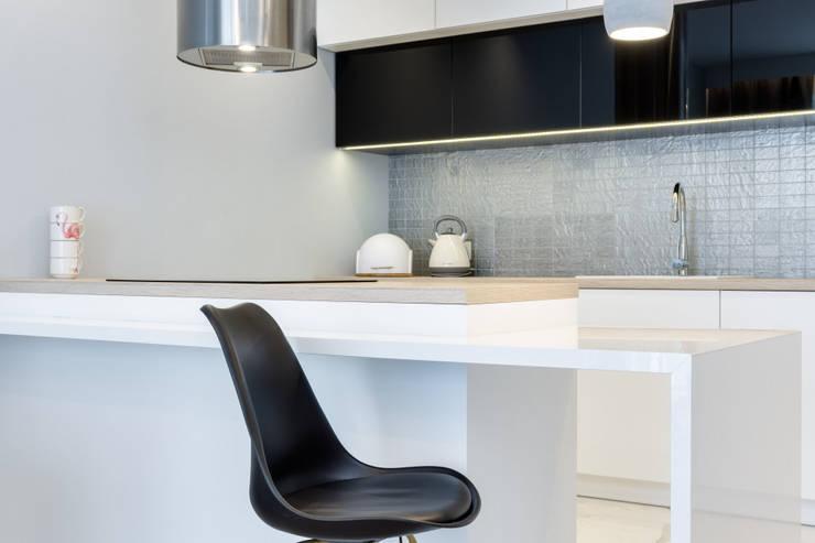ครัวสำเร็จรูป โดย Lux Interiors - projektowanie i aranżacja wnętrz Gdańsk, Gdynia, Sopot, โมเดิร์น