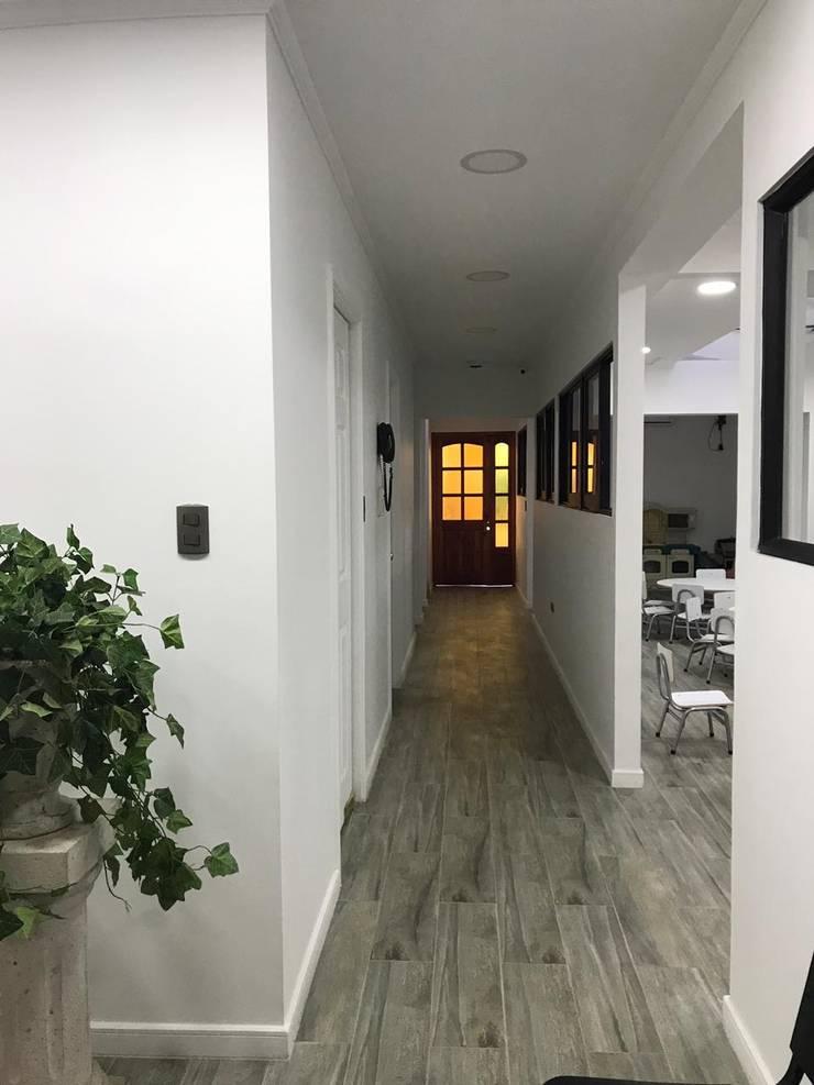 Flur & Diele von Estudio Arquitectura y construccion PR/ Arquitectura, Construccion y Diseño de interiores / Santiago, Rancagua y Viña del mar, Modern