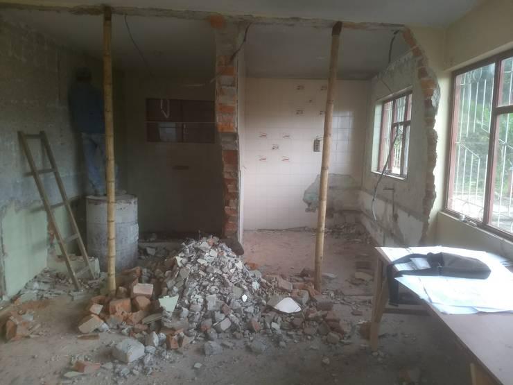Casa de Descanso Chachagüí: Paredes de estilo  por Grupo Cadcom Constructores SAS,