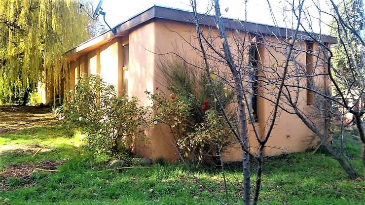 Fachada poniente y Norte: Casas ecológicas de estilo  por Brassea Mancilla Arquitectos, Santiago, Moderno Madera Acabado en madera