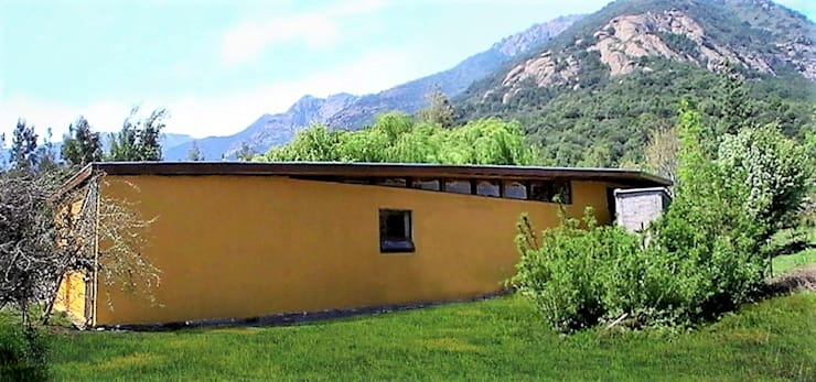 Fachada Sur: Casas de estilo  por Brassea Mancilla Arquitectos, Santiago, Moderno Madera Acabado en madera