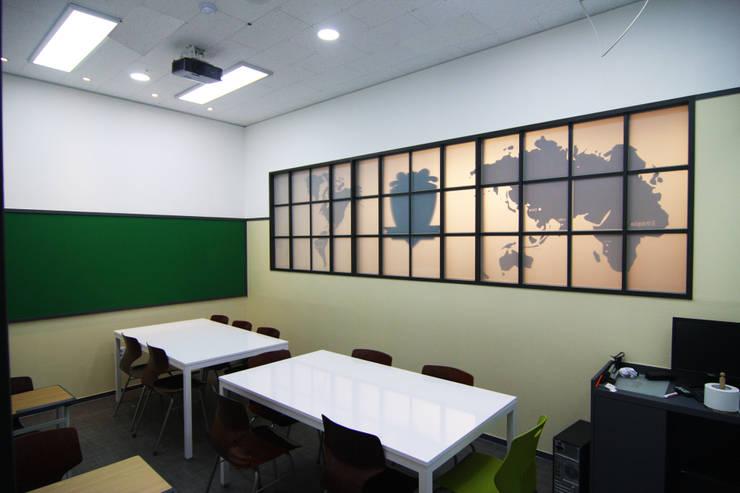 학원인테리어 강의실 디자인 - 토마스국제어학원: IDA - 아이엘아이 디자인 아틀리에의  학교,