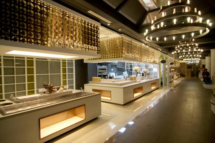웨딩홀 뷔페인테리어 - 트리니티웨딩: IDA - 아이엘아이 디자인 아틀리에의  호텔,