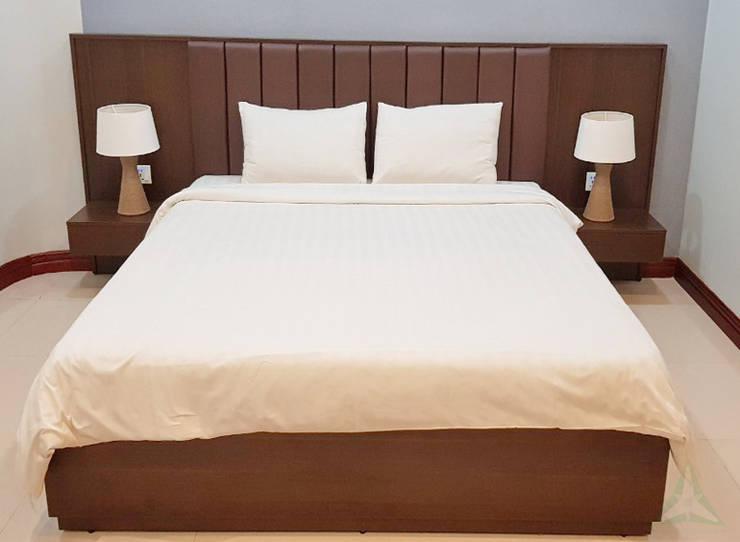LUCKY RUBY HOTEL & RESORT, CAMPUCHIA.:  Khách sạn by VAN NAM FURNITURE & INTERIOR DECORATION CO., LTD.,