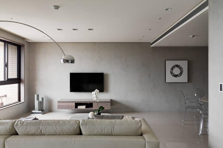 Livings modernos: Ideas, imágenes y decoración de 形構設計 Morpho-Design Moderno