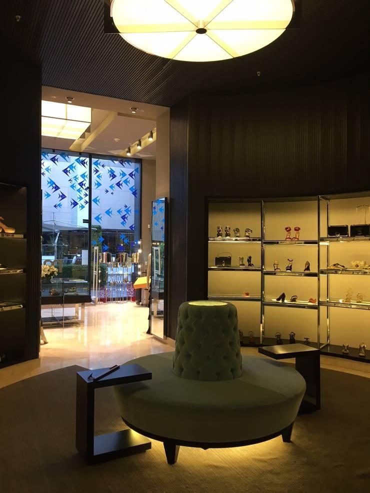 Boutique Montemarano: Centros Comerciales de estilo  por cristian pizarro velasco, Moderno