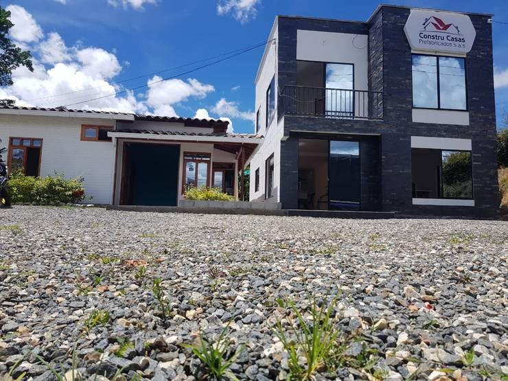 Centros de exhibiciones de estilo  por Constru Casas Prefabricados SAS, Moderno