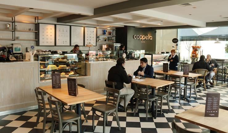 Confitería Coppelia Isidora - Salón principal: Restaurantes de estilo  por ESTUDIOFES ARQUITECTOS, Clásico Cerámico