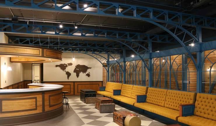 Ruang Komersial oleh ESTUDIOFES ARQUITECTOS, Klasik Metal