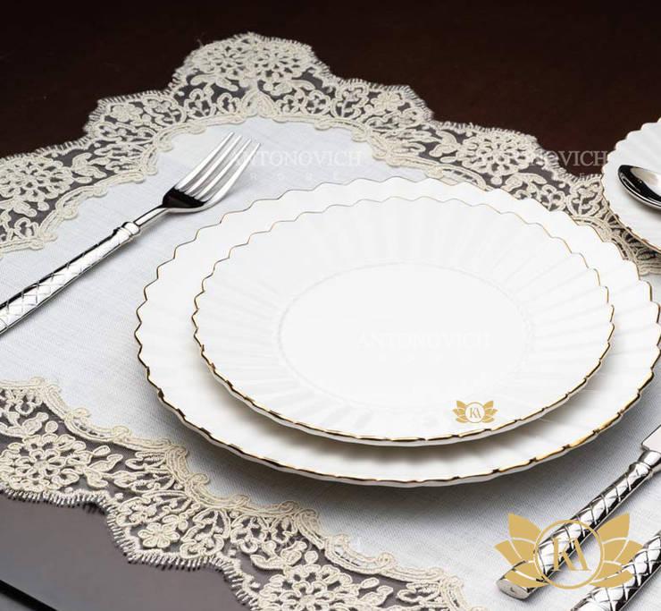 Extra Classic Luxury Dining Decor:   by Luxury Antonovich Design,