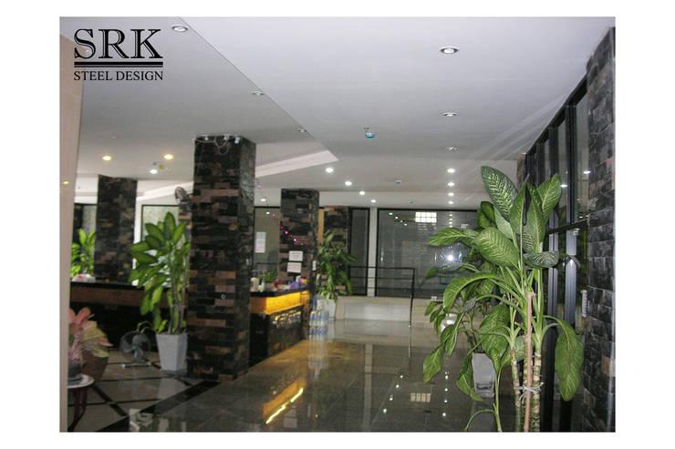 งานฝ้าฉาบเรียบ อพาร์ทเมนต์ Chai Building:   โดย SRK Contractor,