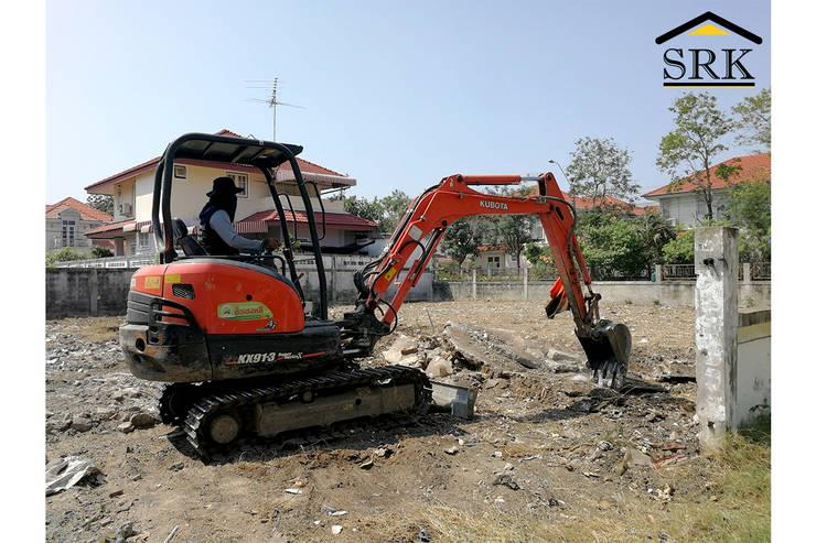 งานเคลียร์พื้นที่ด้วยแบคโฮ เตรียมปลูกสร้างบ้าน:   โดย SRK Contractor,