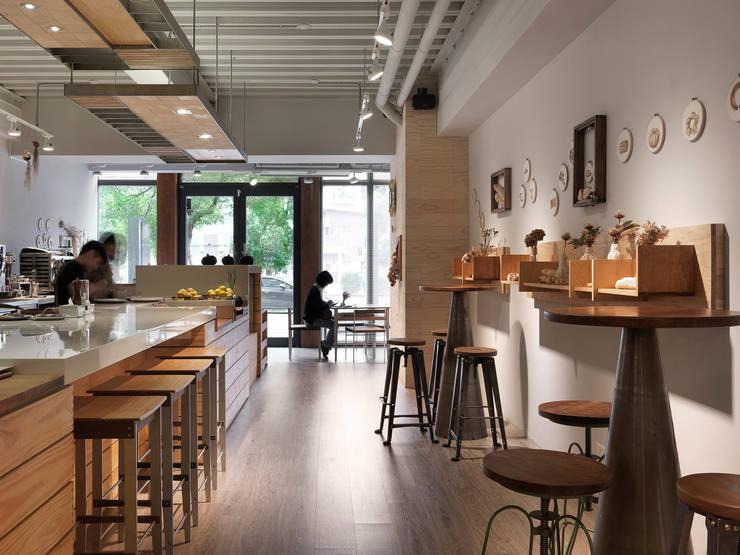 木耳生活藝術-商業空間/竹北・輕食店:  餐廳 by 木耳生活藝術,