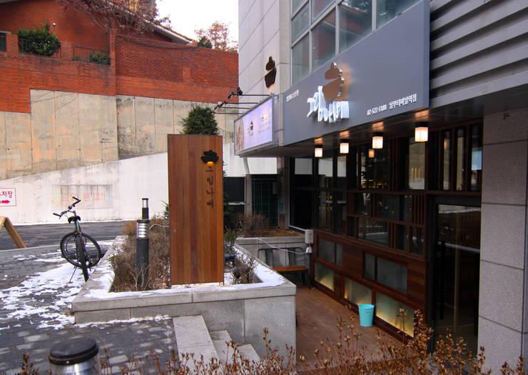 일본식 샤브샤브 - 그림나베 외부디자인: IDA - 아이엘아이 디자인 아틀리에의  레스토랑,