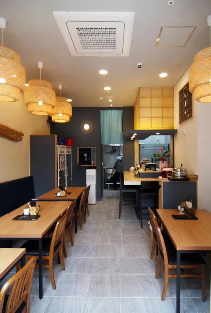 초밥 일식집 - 소담 홀: IDA - 아이엘아이 디자인 아틀리에의  레스토랑,