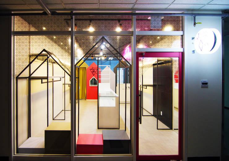 아동의류매장 - 송파 파사드: IDA - 아이엘아이 디자인 아틀리에의  상업 공간,