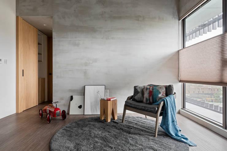 Paredes y pisos de estilo industrial de MSBT 幔室布緹 Industrial Concreto reforzado