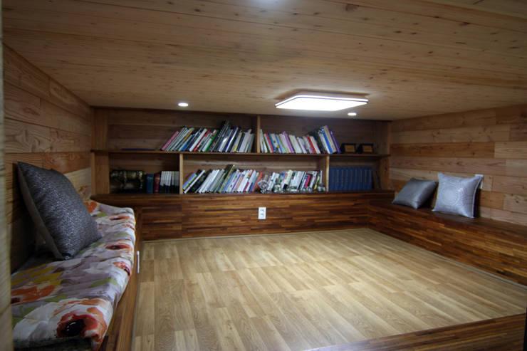 주택건축 -모던한옥 서재 인테리어: IDA - 아이엘아이 디자인 아틀리에의  서재 & 사무실,