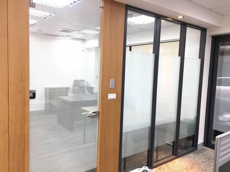 Офисы и магазины в . Автор – 捷士空間設計(省錢裝潢), Азиатский