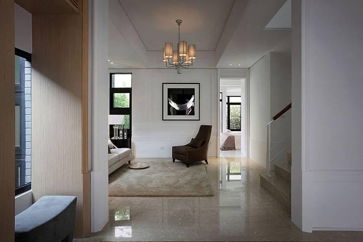 玄關 Classic style walls & floors by 大桓設計顧問有限公司 Classic