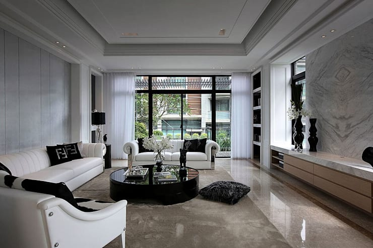 銀箔牆面簡約中帶有豪宅貴氣 Classic style walls & floors by 大桓設計顧問有限公司 Classic