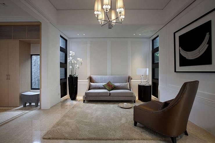 玄關 Classic style corridor, hallway and stairs by 大桓設計顧問有限公司 Classic