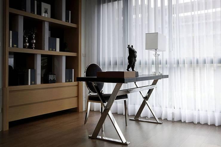 Study/office by 大桓設計顧問有限公司, Classic