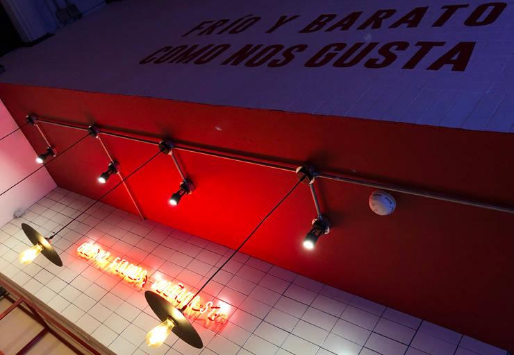 Tiendas Ya, 1ra de Mayo: Espacios comerciales de estilo  por Gamma,